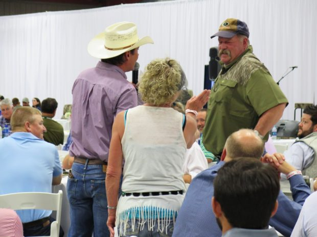 people at auction dinner during Mossy Oak Properties Charity Golf Tournament